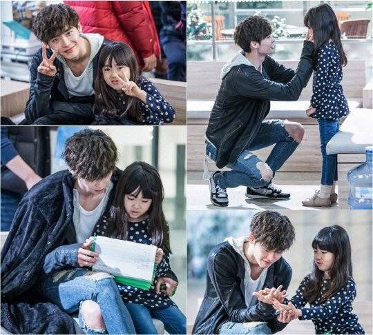 Lee Jong Suk shows his caring side for child actress Kim Ji Young on the set of 'Doctor Stranger'  #kdrama