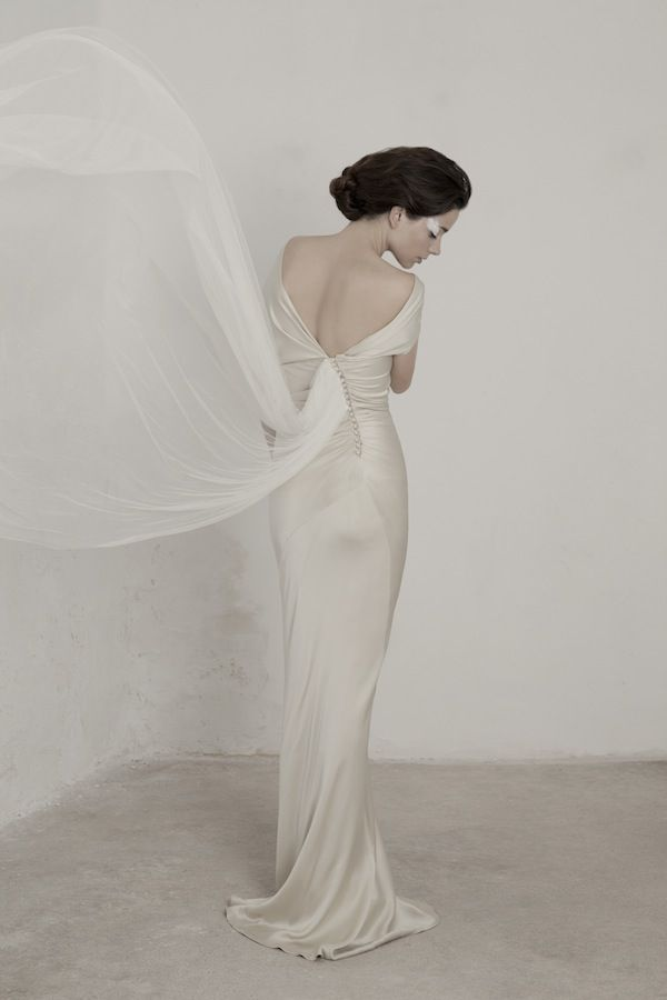 Quirky wedding gown back details are super wonderful #weddingdress #Cortana_es #spanishbridal