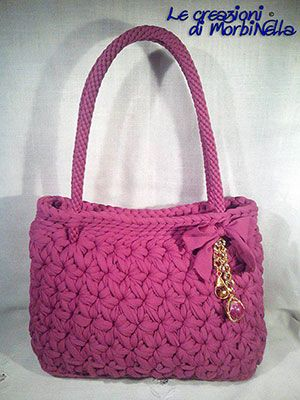Borsa rosa realizzata a mano con la tecnica dell'uncinetto. Handmade crochet pink bag.