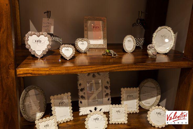 Ai nevoie de decoratiuni pentru a accesoriza casa corespunzator? Vino in magazinul Valentini Bianco din Mega Mall si vei gasi obiecte decorative deosebite pentru toate gusturile. Te asteptam cu oferte si reduceri de sezon!
