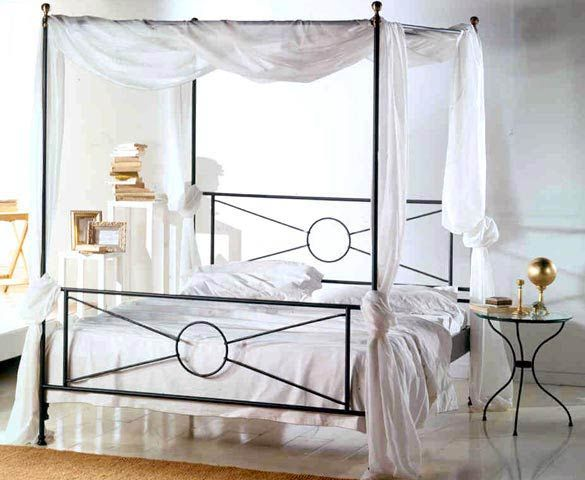 Oltre 25 fantastiche idee su camere da letto romantiche su - Letto a baldacchino in ferro battuto ...