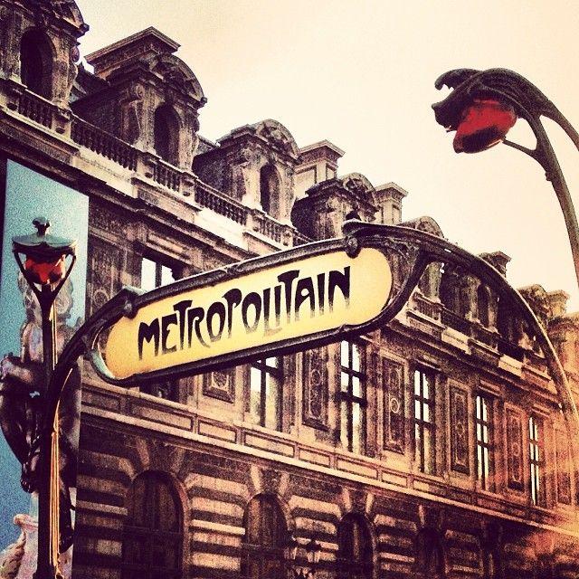 how to get around paris