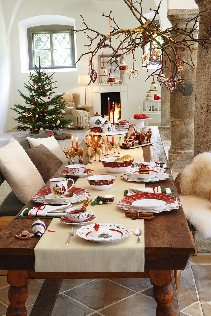 Weihnachtliches Service aus Porzellan von VILLEROY & BOCH