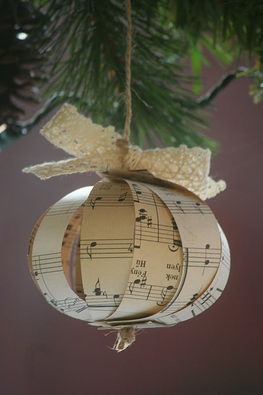 Music Sheet Ornaments - Tutorial Not in English, but use Google Translate; However the photos are explanatory! Love this idea!