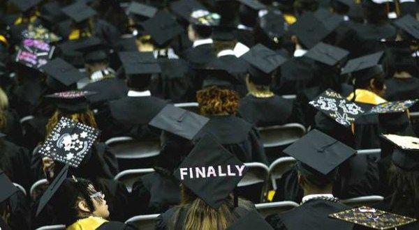 Abuela se gradúa junto a sus nietos en universidad de Miami