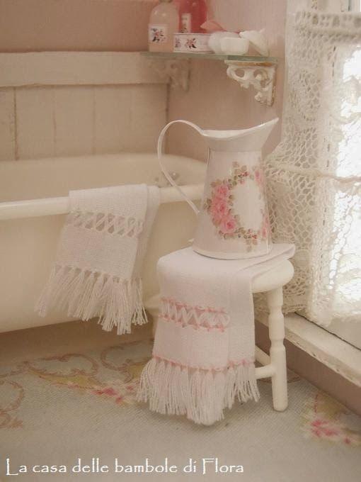 la casa delle bambole di flora: Solo una sbirciatina / Just a peek