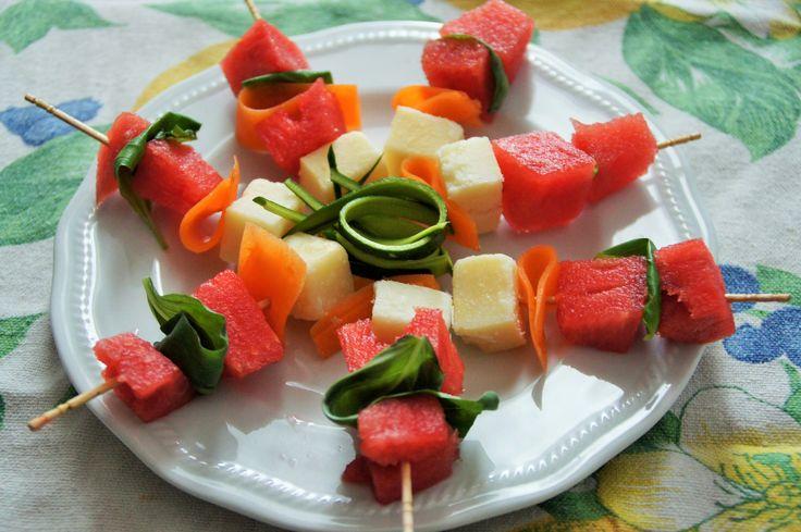 Spiedino di anguria e parmigiano
