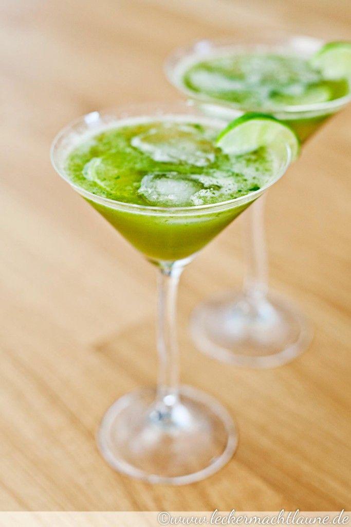 Erfrischend, köstlich und einfach herzustellen: Basilikum-Limetten-Limonade. Ergänzt mit Cachaça erhält man auch ein Caipirinha ähnliches Getränk.