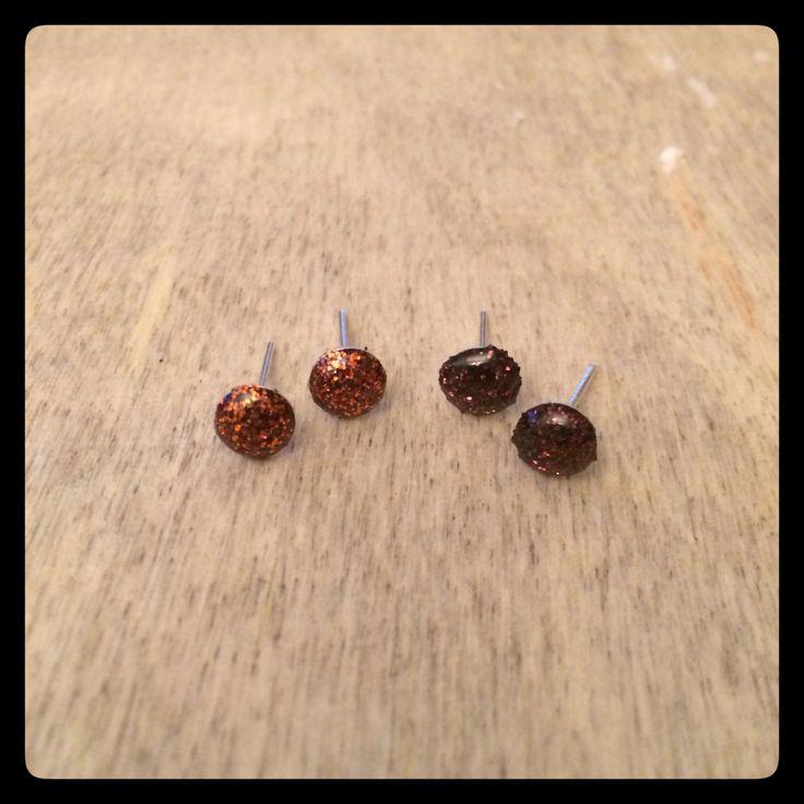 Mini naušničky s hnědými a hnědo skořicovými třpytkami, 6 mm