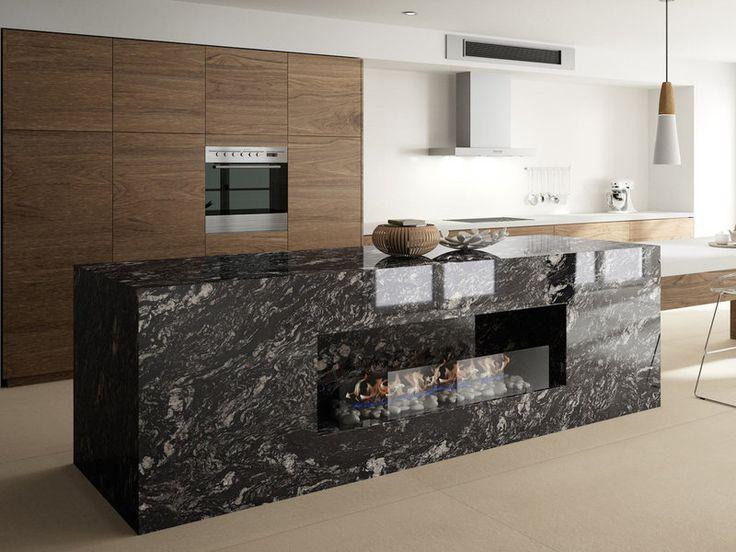 Indian Black es un granito brasileño de Cosentino con el que se ha realizado la isla de esta cocina. Su fondo negro se intercala en ocasiones con distintas vetas claras, casi cristalinas, que enriquecen aún más la estética del granito.