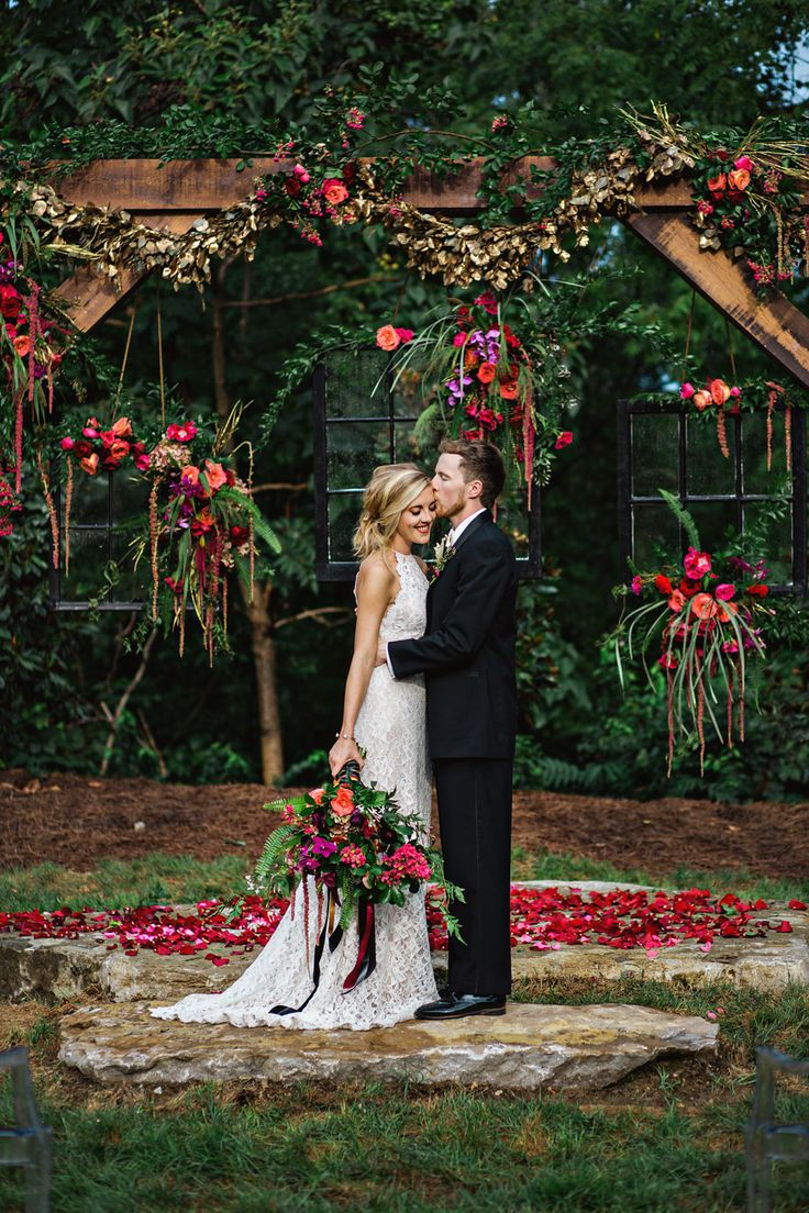 bohemian wedding ceremony - photo by Amilia Photography http://ruffledblog.com/cheery-bohemian-wedding-inspiration-at-a-rock-quarry/