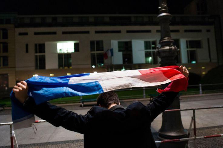 Vigils Held Across The World After Paris Terror Attacks - BuzzFeed News