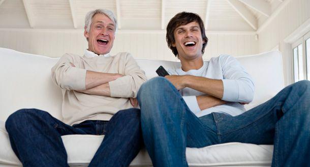 Yo Vemos Televisión con mi Padre: Yo enlace con mi padre por vemos televisión. Vemos acción películas y también comedia películas. Vemos el programa de televisión llamado Psych. Nos gustamos porque ello es muy divertido. Vemos cuándo mi madre y hermano ir a iglesia.
