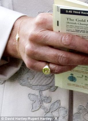 Carole Middleton wearing new signet ring of family crest (Ladies Day, July 2, 2012, Ascot)