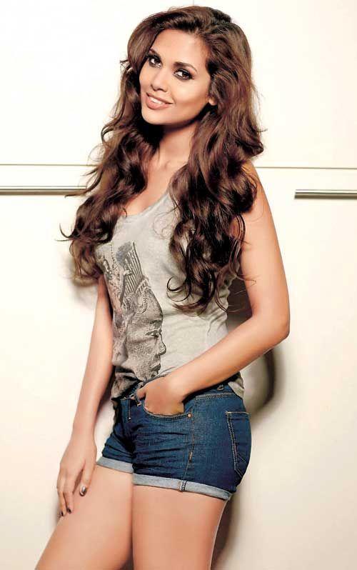 Actress Esha Gupta #Bollywood #Fashion