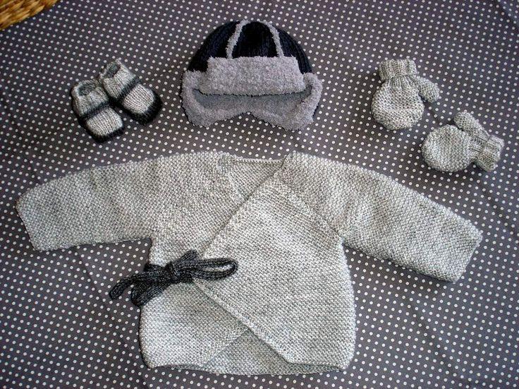 Léo est arrivé parmi nous le 9 février ... alors forcément il fallait que je tricote quelque chose rien que pour lui ... j'ai adoré concocter toutes ces jolies petites choses faites dans les tons de gris clair et gris foncé ! (oui ! ce n'est pas parce...