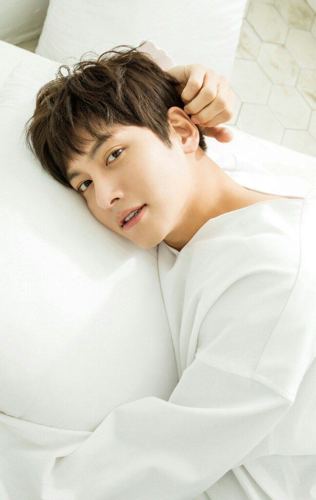 https://vk.com/jichangwook?z=photo-83351411_456242524/wall-83351411_28793