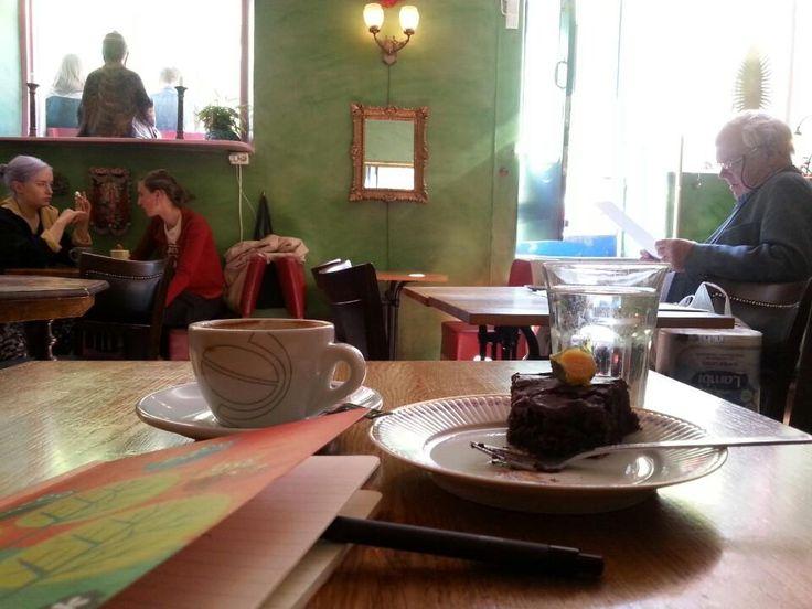 Blå Lotus - Östra Katarina - Stoccolma, Storstockholm Delizioso cafè - ristorante nel cuore del Djugarden, l'isola verde. Un piatto sui 10-12 euro. #cibo #food #Stoccolma #Stockholm