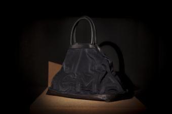 Vic Matié, brand-ul italian de accesorii pentru femei, a fost creat in 1987 de catre Renato Curzi. Pe langa prezenta in cele mai sic magazine, incepand cu 1998, marile orase ale lumii si-au imbogatit oferta de fashion odata cu inaugurarea magazinelor monobrand Vic Matié.