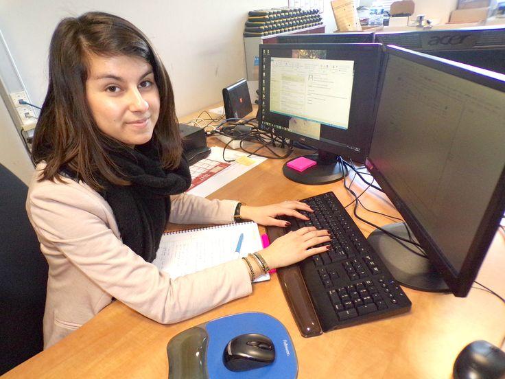 Alicia, assistante technique de projet : « Ce que j'aime en tant qu'alternante chez EDF c'est évoluer et apprendre de nouvelles pratiques auprès de mes collègues qui me poussent à donner le meilleur de moi-même au quotidien. Les 3 mots-clés de mon quotidien : expérience, découverte, formation ».