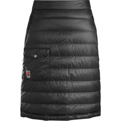 Fjällräven - Pak Down Skirt  Lätt, varm dunkjol för kalla vinterdagar. Dragkedjor i sidan för enkel på/avklädning och en benficka med invändig mobilficka.