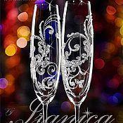 Купить или заказать Бокалы 'Bianca' в интернет-магазине на Ярмарке Мастеров. Свадебные бокалы из хрусталина (произв. Италия), высота 24,5см. Декорирование: -точечная роспись -матирование -глиттер Модель 'Binca' одна из наиболее заказываемых моделей не только в подарок молодожёнам, но и на любой другой праздник, такой как : юбилей, годовщина свадьбы , день рождения и т.п.