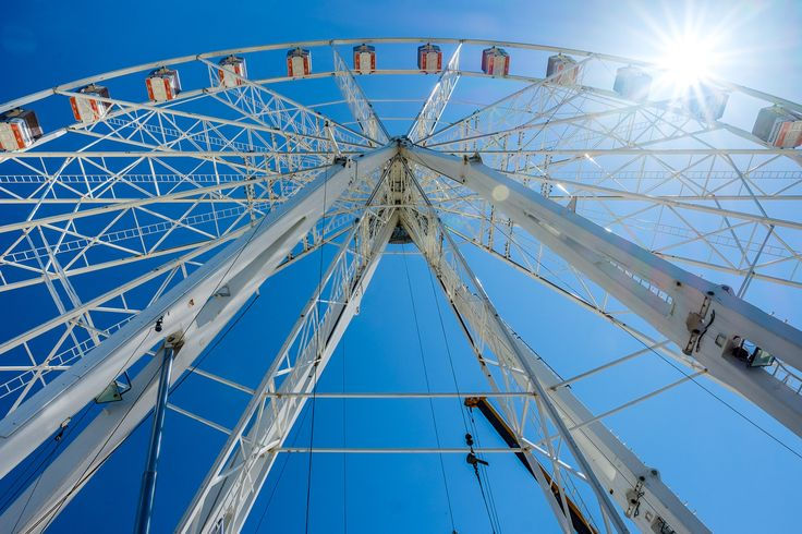 https://flic.kr/p/HGzzfQ | Ferris wheel | On the seaside of Rimini some guys decided to build ferris wheel with absolutely amazing view to the sea and bay. Unfortunately this time it was not finished yet, so I couldn't get on it.