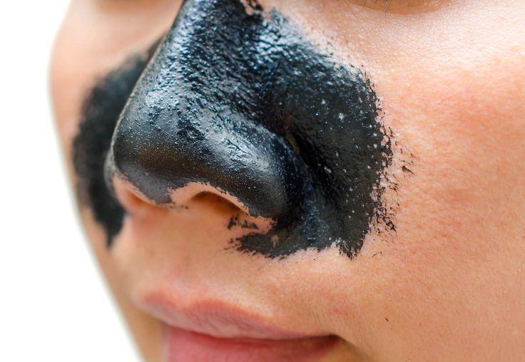 """Uno de los remedios más populares para remover los puntos negros que se concentran en la zona """"T"""" del rostro son unas tiras adhesivas que penetran en los poros y facilitan su limpieza. Este product…"""