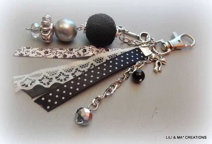 http://www.alittlemarket.com/autres-bijoux/bijou_de_sac_grigri_lili_et_ma_creations_pois_noirs_-2145069.html