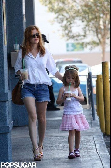 Ever since Wedding Crashers, I have loved Isla Fisher. How cute is she with her daughter.