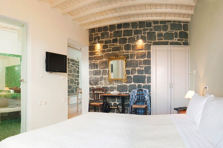 Go for the best honeymoon choice in the area of Ftelia in Mykonos. Click on https://goo.gl/ZmYXjv to discover more about the Superior Suite.   #mykonos #greece #summer2017 #fteliabayhotel #fteliabeach