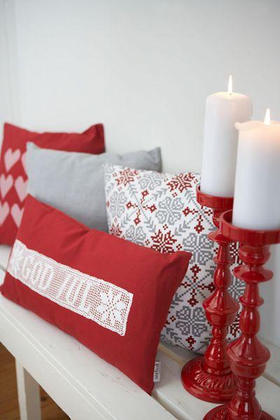 Serholt/Village har alltid något som jag gillar!  Ljusstakarna och kuddarna för tankarna till jular förr i tiden - fast i uppdaterad version!   Kommer till julen 2012:  http://www.var-dags-rum.se/2012/07/god-juli-nu-tjuvkikar-vi-pa-julen-2012.html
