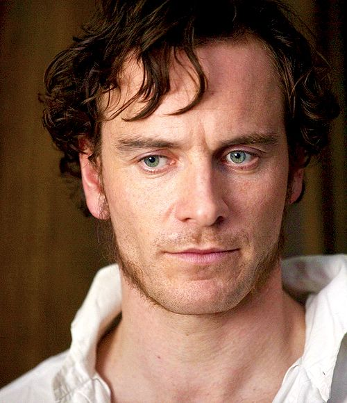 Acteur Michael Fassbender. In Jane Eyre. I just might be able to tolerate this movie if he plays Mr. Rochester.