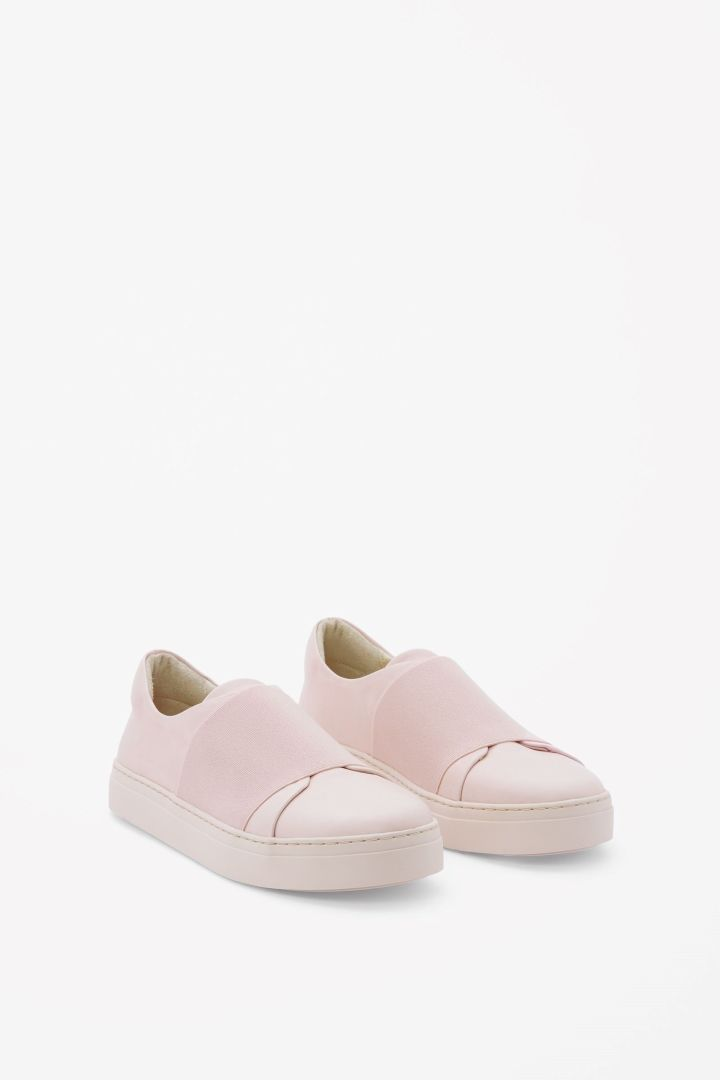 Wrap-over leather sneaker