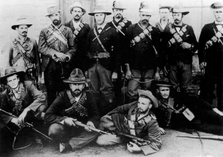 Jan Smuts and other Boer fighters near the end of the Boer War in 1902.