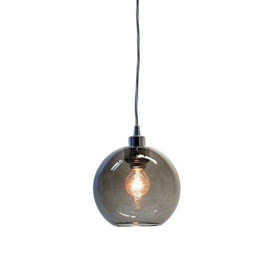 T1070 Gloria taklampa/fönsterlampa från Belid Material: Metall/Glas Mått: Ø 16cm - H 14,5cm Ljuskälla: Max 240V 40WE14, ingår ej Krokupphäng, Tvinnad Tygsladd 1,5m, Lamppropp för takuttag/lamputtag ENERGIKLASS: A-E
