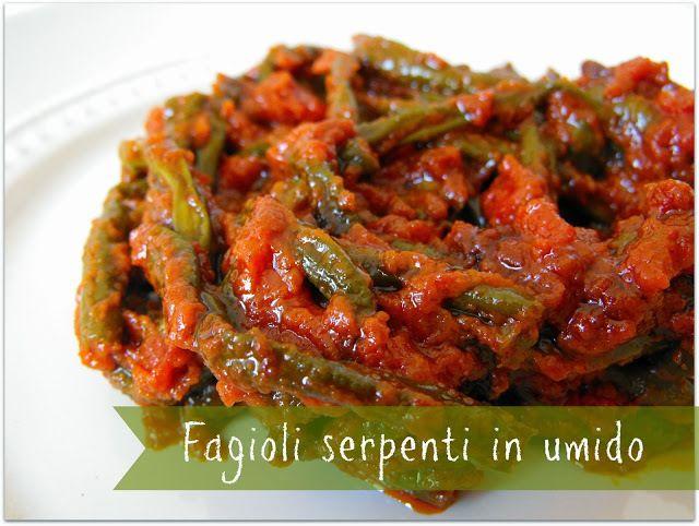 di Fagioli serpenti. tagliate il pomodoro fresco a pezzettoni e aggiungeteli insieme ai fagioli al tegame