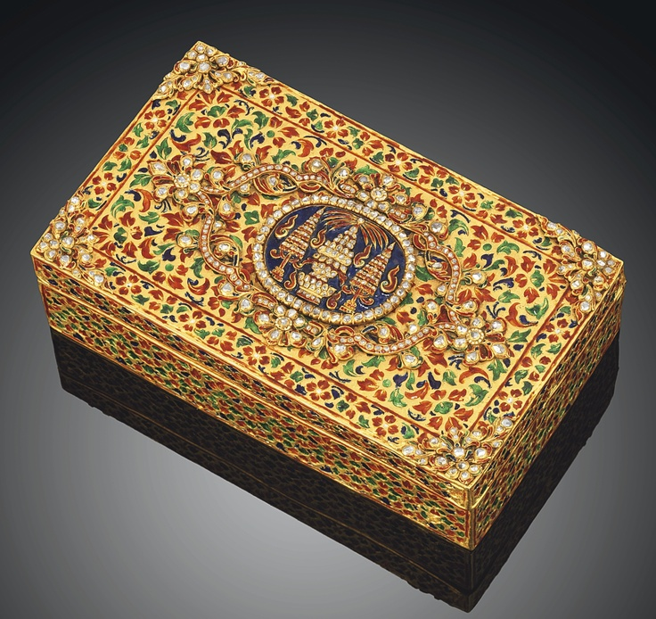 A Enamelled And Diamond-Inset Gold Box   Malaysia, 19th Century