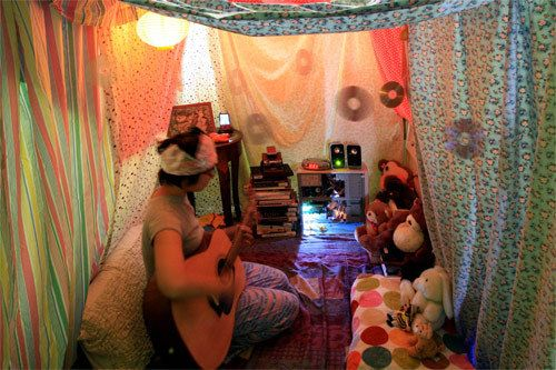 21 Cozy Sanctuaries To Shelter You From Adulthood-reminds me of Bedouin Tent