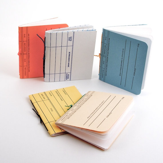 Schrijver? Maak een mini boekje met je NAW gegevens als visitekaartje! :-)   (Library Card Mini Books by Melissa Chao)
