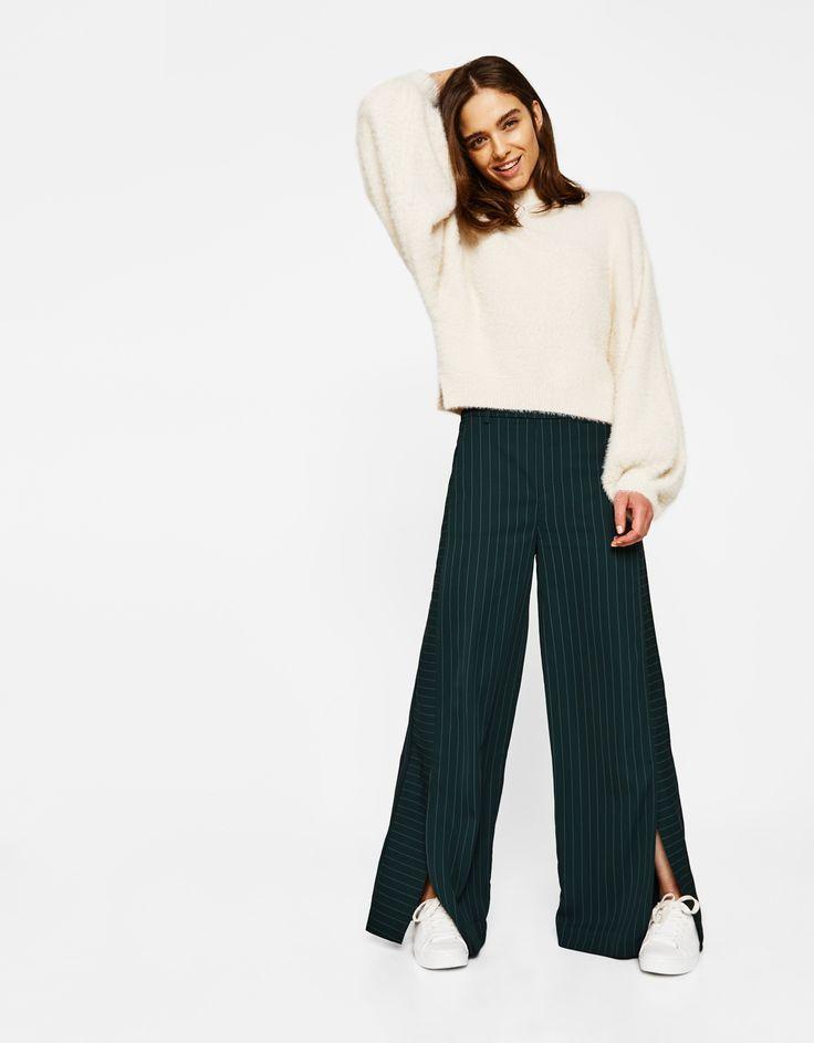 Φαρδύ παντελόνι. Ανακαλύψτε το μαζί με πολλά άλλα ρούχα στο Bershka, με νέες παραλαβές κάθε εβδομάδα.