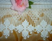 Pizzo bianco per bordura all'uncinetto con i fiori e gli archetti eseguito a mano : Tessili e tappeti di i-pizzi-di-anto