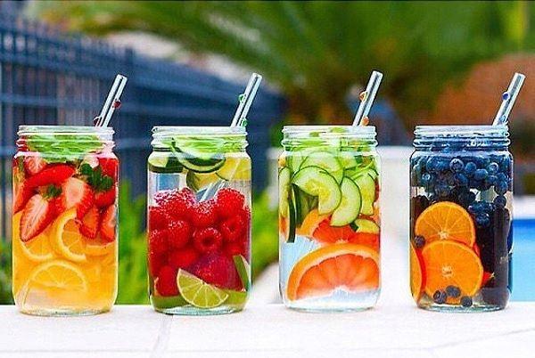 Restez hydraté tout l'été avec ces eaux naturellement fruitées!!