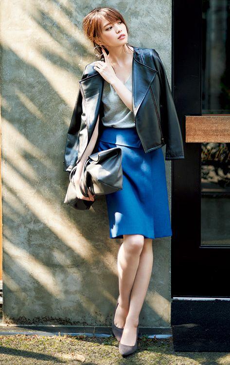 【毎日コーデ】シンプルで女っぽくて無敵!ライダース×派手色スカートお仕事コーデ