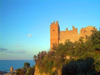 Le Marche, Cupra Marittima's castle ruins. #cupramarittima #discovermarche #ebanarte
