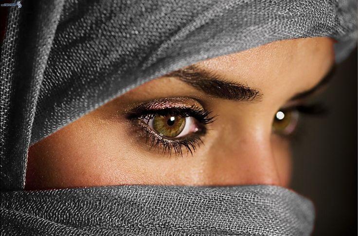 """Profumo di ambra, paesaggi incantati e tante tradizioni sono i protagonisti del matrimonio musulmano. Contratto giuridico o vero amore?  """"Chi può permettersi il matrimonio, si sposi. Ciò infatti è molto meglio agli occhi della gente e più sicuro per l'intimità"""". (Sunna, Profeta Maometto) Immaginate una cornice d'oriente fatta di palme, deserti dorati, palazzi dai colori marmorei e due giovani …"""