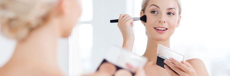 Hoikentava meikki tekee ihmeitä. Se hämää kasvot kapeammiksi ja hoikemmiksi. Varjostus- ja korostustuotteilla pääsee pitkälle, kun osaa oikean tekniikan.
