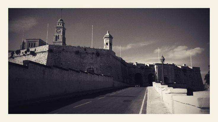 Wandering through the three cities in Malta. Birgu Senglea & Cospicua #vittoriosa #birgu  #senglea #cospicua #gowondergirls #letsgowonder #wanderingdarlings #lovetravel #travellovers #destination #seetheworld #travelphoto #travellife #malta_VGB #exploringmalta #permanenttourist #mediterranean #lifewelltravelled #traveladdict #traveldiary #visitmalta #nomad #wanderlust #unlimitedmalta