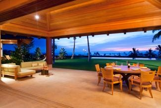 I would love to have one of those sliding door/windows like the $$$$$$$ homes in Hawaii. Even if I could afford it, it's just not practical in the Bay Area:(
