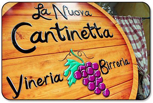 La vetrofania de La Nuova Cantinetta a Novara